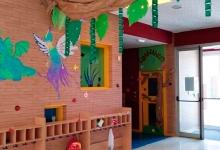Entrada y acceso a las aulas 2 y 3 años